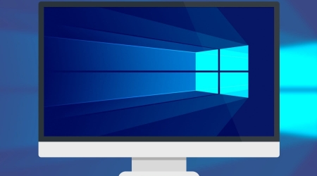 """При релизе десятой версии операционной системы (ОС) Виндовс корпорация Microsoft сделала подарок всем пользователям. Можно было бесплатно обновить Windows 7, 8 в течение года. За новый продукт не нужно было ничего платить. Обладатели пиратских версий также могли получить апдейт, но вот в будущем существовала почти стопроцентная вероятность того, что их мнимая лицензионная операционная система была бы разоблачена. Начиная с Windows 10, лицензионный ключ получил жесткую привязку к оборудованию компьютера - итоговая комбинация загружается на серверы Майкрософт. Если происходил """"слет"""" активации, то пользователям нужно было документально подтвердить техподдержкеMicrosoft покупку операционной системы. Как же теперь обновиться, если уже прошло немало времени после дебюта """"десятки""""? Бесплатное обновление до Windows 10 На 2019 год есть 2 подхода: Установка с использованием ключа от предыдущих версий ОС. Использование лицензии при уже выполненном обновлении к """"десятке"""" и его последующем откате. Оба способа подходят для седьмой и восьмой версии Виндовс. Как правильно обновить Windows 7 до Windows 10? Самый надежный способ - это чистая инсталляция новой версии операционной системы без сохранения данных """"семерки"""". Для этого нужно действовать по следующему алгоритму: Скачать образ """"десятки"""" с официального сайтакорпорации и создать с него загрузочную флешку. Узнать ключ лицензии """"семерки"""". Для коробочной версии он указан в сопроводительной документации. Если лицензионка была предустановлена на ноутбуке или настольном компьютере, то на задней части корпуса должна быть наклейка с ключом. Если она затерлась, то можно скачатьспециальную утилиту с сайта Microsoft, которая отобразит ключ. Остается только переписать его. Во время инсталляции вводятв соответствующуюстроку сохраненный ключ. Если он действительно лицензионный, то все пройдет без сбоев. Как правильно обновить Windows 8 до Windows 10? Многие пользователи при первой возможности обновились до десятой версии, но в силу разных пр"""